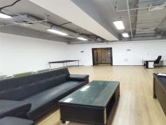 卓越世纪中心136平带家具大开间 拎包入住 地铁交通便利