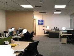 市南华润中心130平 精装修带隔断 户型方正 交通便利