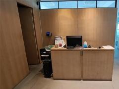 华银大厦 精装带隔断 地理位置优越 电梯口