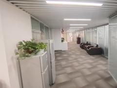 市南 香港中路旗舰大厦 南向精装修房源 电梯口