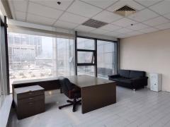 国展财富中心 精装修162平 带家具 近地铁口