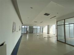 中铁青岛中心电梯口2.1元精装带隔断提诶扣